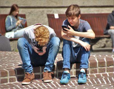 Crianças e redes sociais: a partir de que idade começar a usá-las